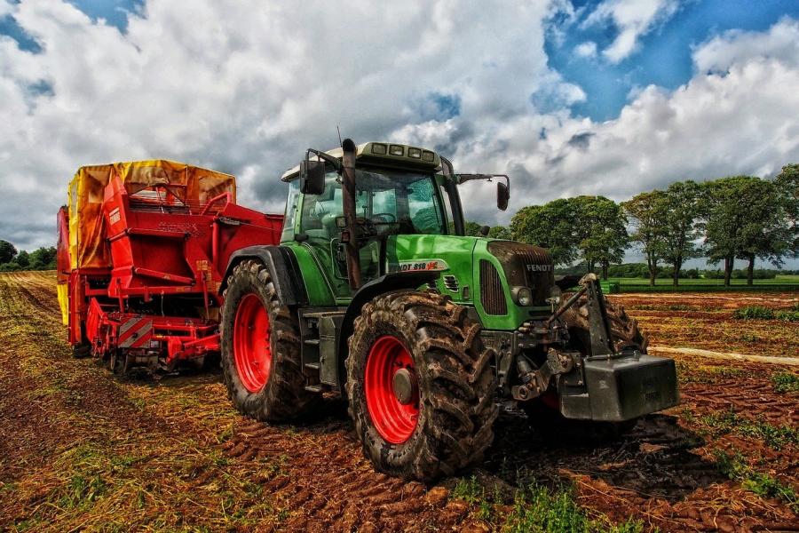 Družina je edina sposobna prenašati napore in razočaranja pri kmetovanju, zato mora biti ohranjanju družinskih kmetij prilagojena tudi dedna zakonodaja.