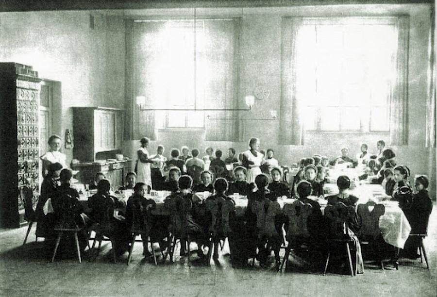 Na državni realki v Mariboru so povabili k prijavi na sprejemne izpite za 1. razred, ki so potekali 12. septembra, trajali pa so 30 minut. Dva dni kasneje se je pričela šola.