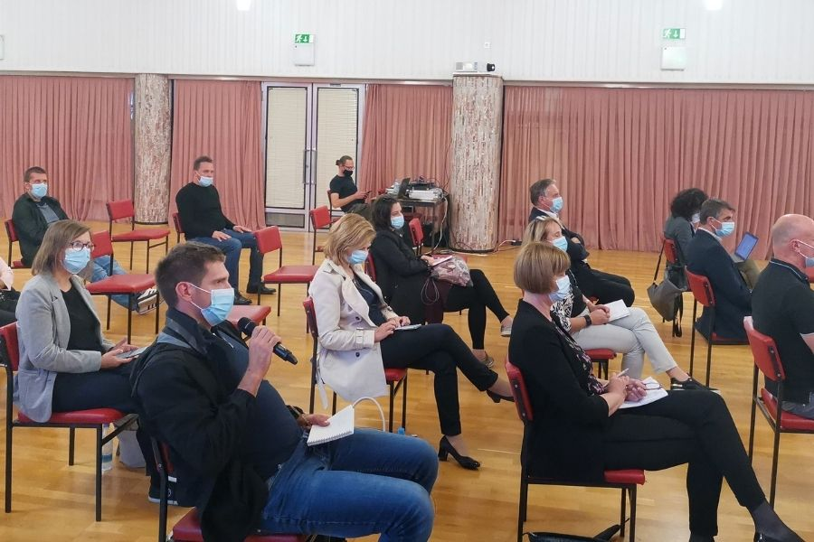 Posveta so se udeležili predstavniki Regionalne razvojne agencije Zasavje z direktorjem Janijem Medveškom na čelu, predstavniki podjetij v regiji ter predstavniki vseh zasavskih občin, z izjemo Občine Zagorje ob Savi.