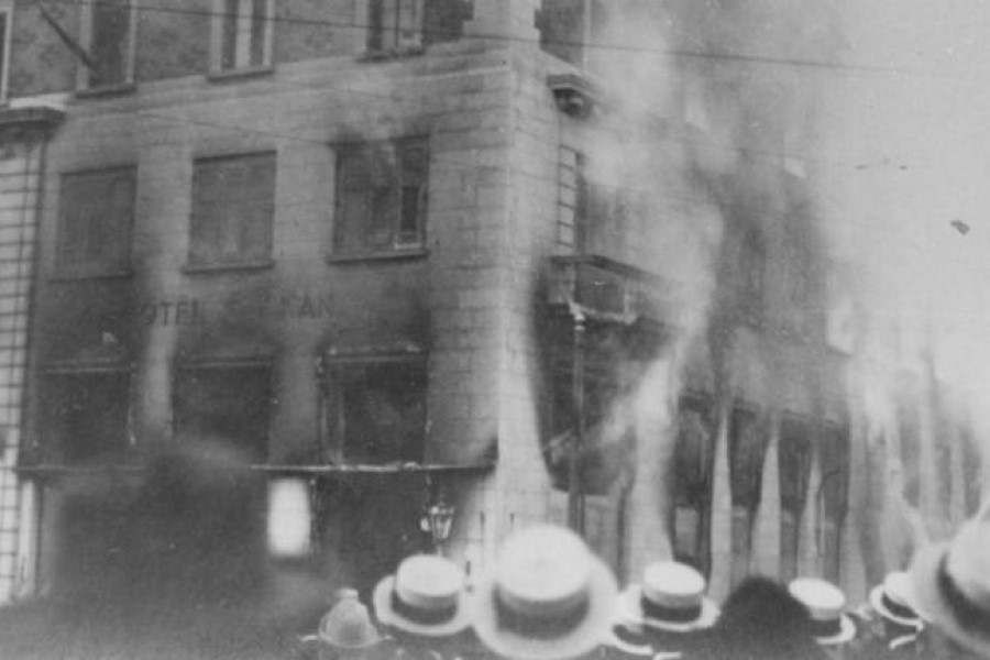 Požig Narodnega doma pred več kot 100 leti.