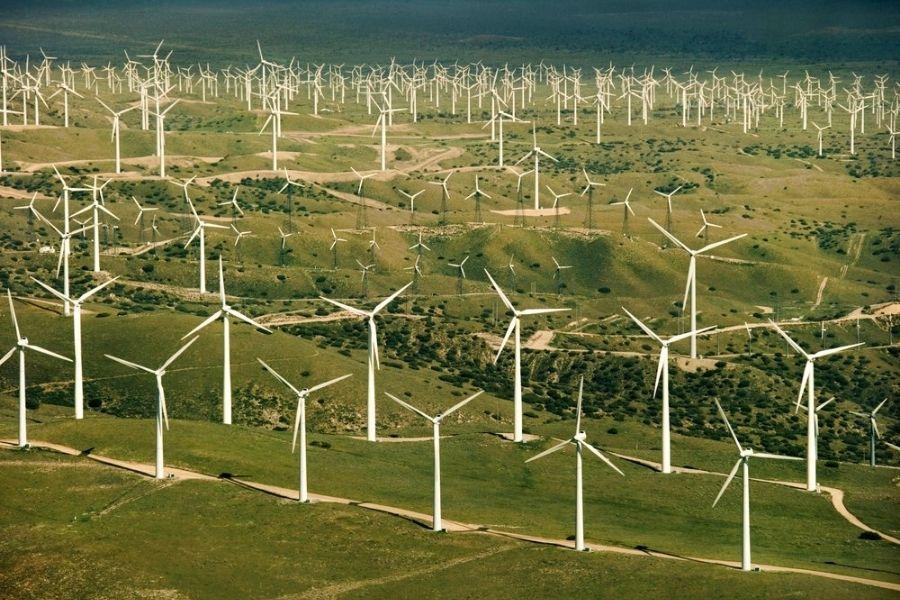 Poseben izziv predstavlja energetika. Države na severu in zahodu Evropske unije že zdaj bistveno večji odstotek svoje energije pridobijo iz obnovljivih virov. Vir slike: Thinkstock.
