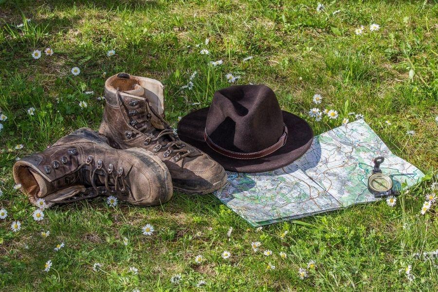 V gore le dobro pripravljeni: med planinsko in gorniško opremo je daleč najpomembnejša primerna obutev, v kateri vam ne drsi. Vir slike: Pixabay.