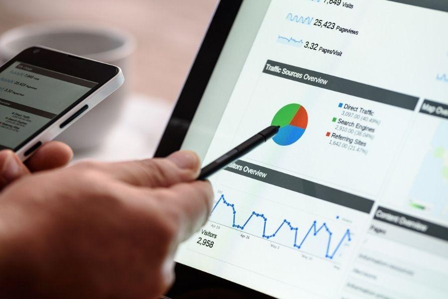 Trenutni sistemi obdavčitve se navezujejo na fizično prisotnost podjetij in podjetij, ki opravljajo digitalne storitve, ne zajamejo na ustrezen način. Prav to naj bi urejal nov sistem za digitalne dajatve. Vir slike: Pixabay.