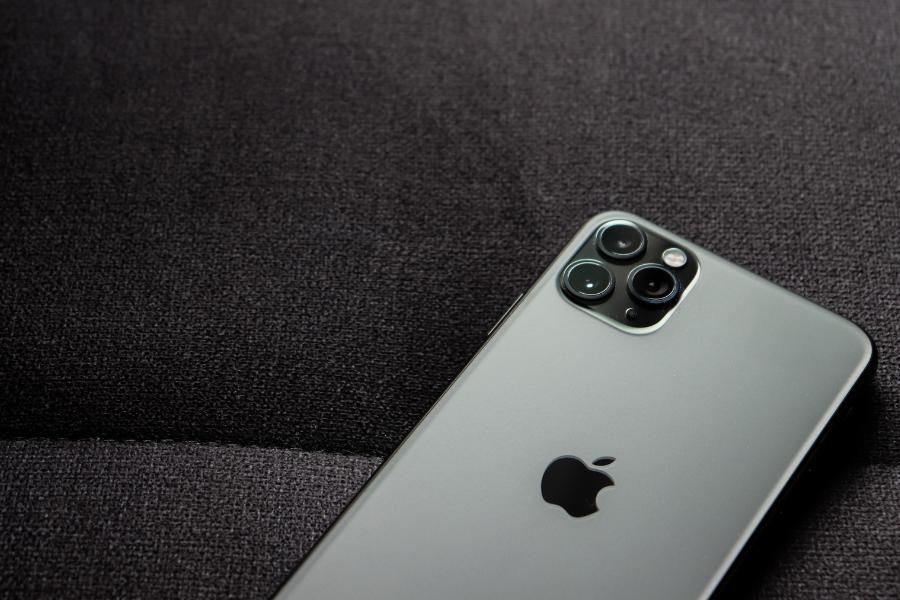Zakaj Apple plačuje milijonske kazni in odškodnine?